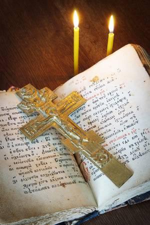 Крест и книга